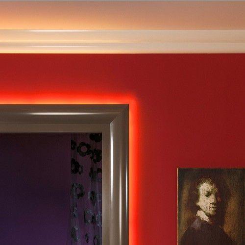 Indirekte belysning i stue Lyssett vegg og tak i stua